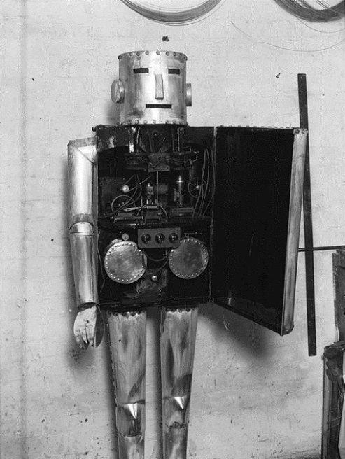 ROBOTIKMACHINE - Le robot exhibitionniste dans Robotikmachine 48